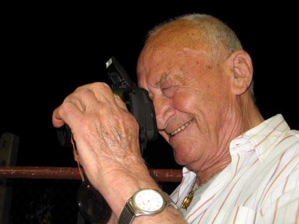 Salvatore Picicco, fotografo comunista amato da tutto il paese. Scomparso nel 2010.